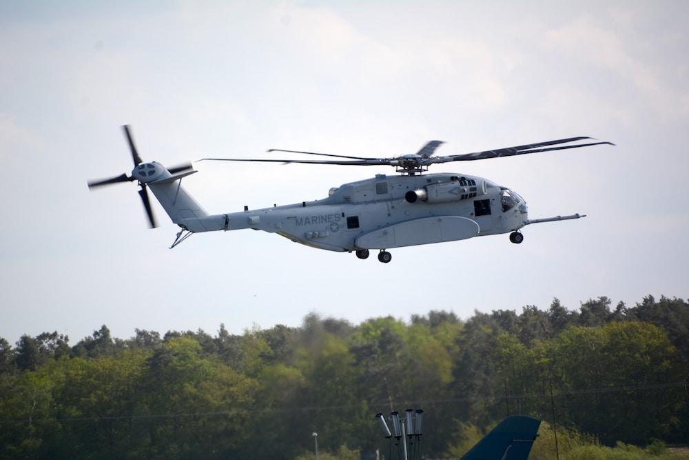 Das US Marine Corps hat die erste CH-53K übernommen - Aerobuzz.de ...